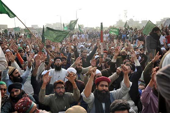 Court orders protesting religious parties to end Islamabad sit