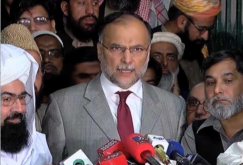Islamabad protestors remain put as deadline to vacate Faizabad Interchange passes