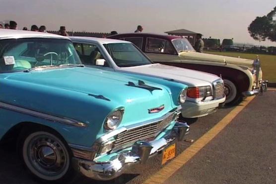 Peshawar Vintage Cars Hit The Roads Pakistan Dunya News