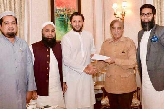 CM Shehbaz donates Rs50 mn to Shahid Afridi Foundation