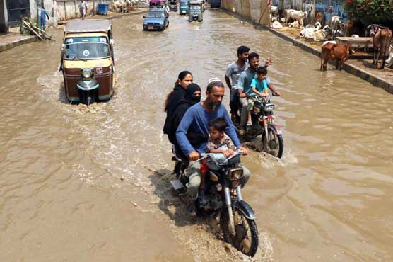 Admin unable to cope with Karachi rain, forces to the rescue