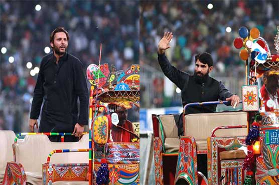 Misbah, Afridi get standing ovation from crowd