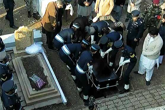 PM Abbasi, military bigwigs attend Asghar Khan's state funeral