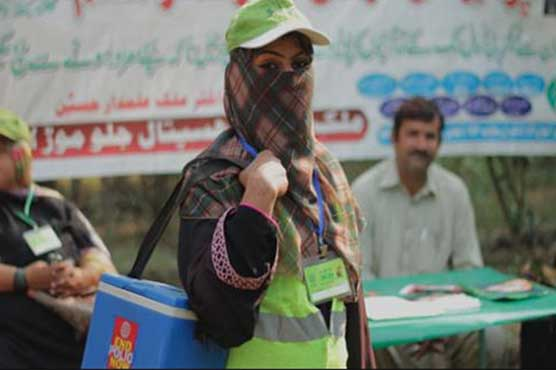 Gunmen kill two polio workers in Pakistan