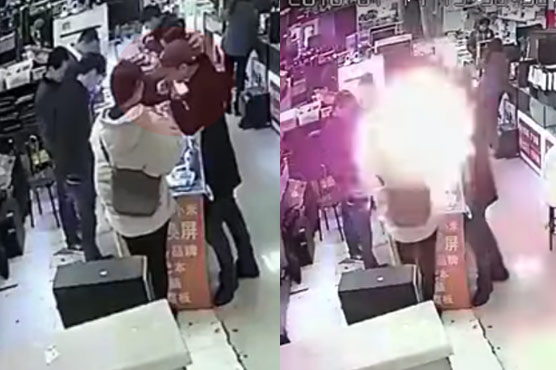 Smartphone Battery Explodes After Customer Bites It