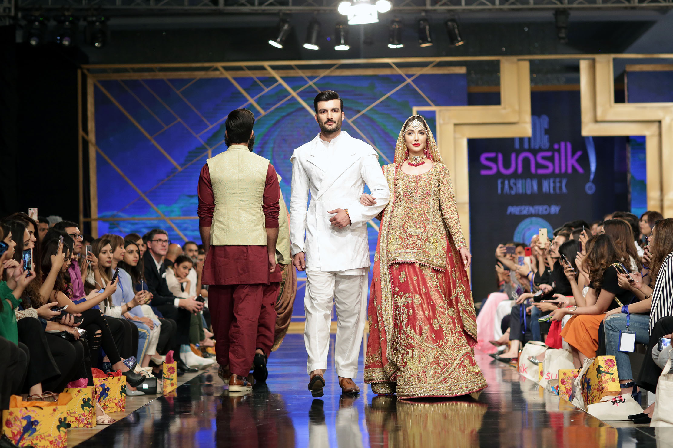 In pictures: PFDC fashion week 2019 - Entertainment - Dunya News