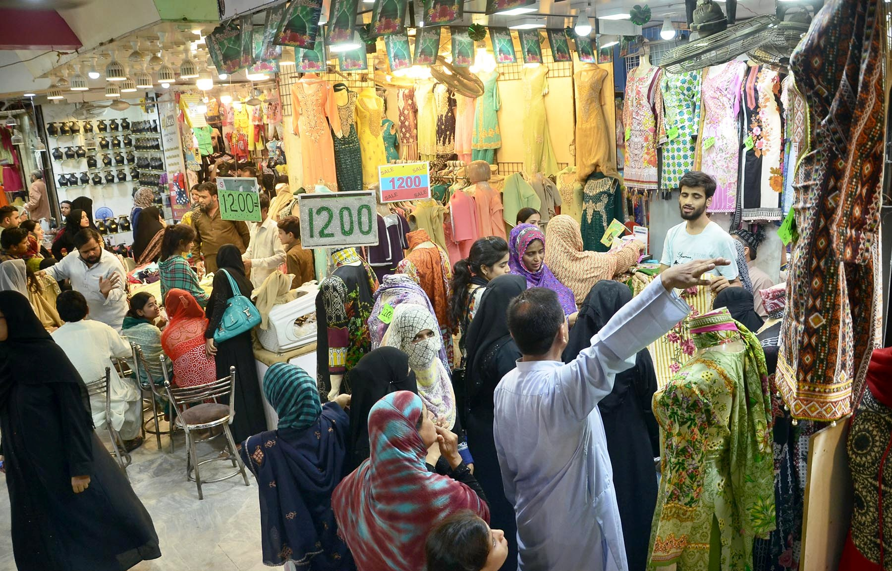 In Pictures: Zealous crowd in full swing for Eid preparations