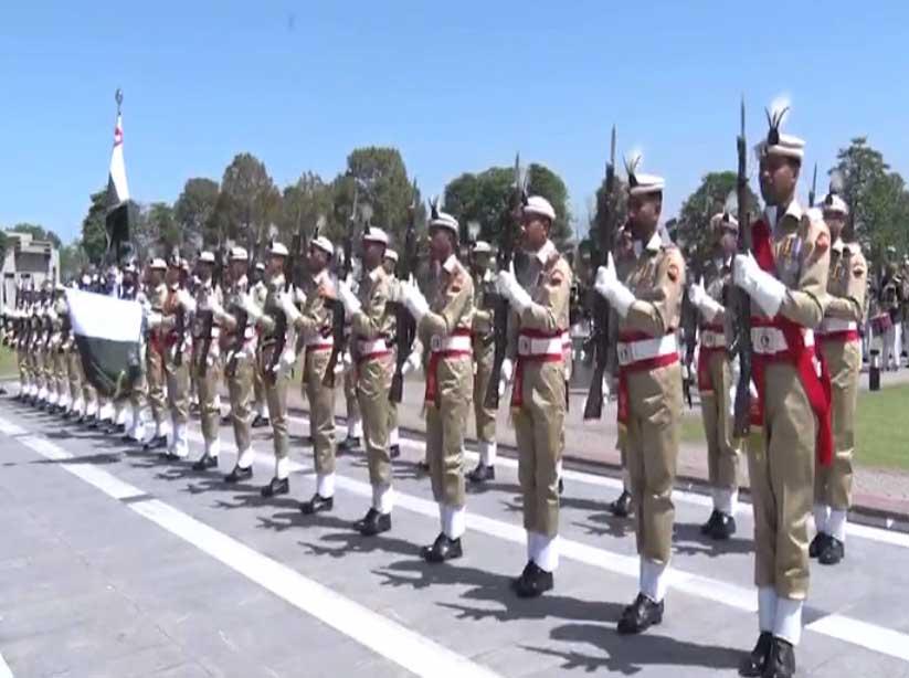 Lankan army commander meets COAS, PM