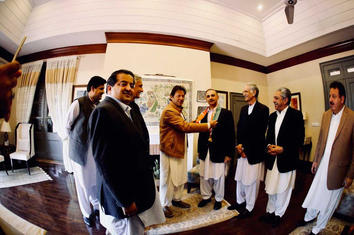Tehreek-e-Insaf chief Imran Khan gets married for third time
