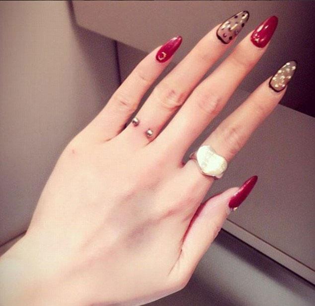 Finger Piercing The New Weird Trend In Town Weirdnews Dunya