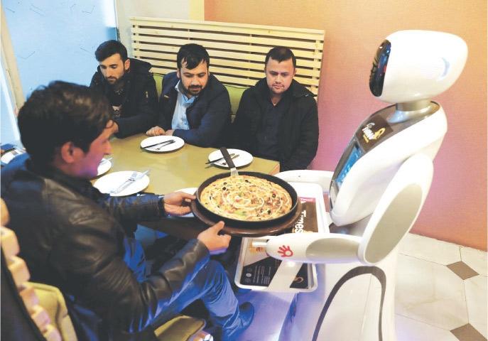 https://img.dunyanews.tv/images/userfiles/robot-2(3).jpg