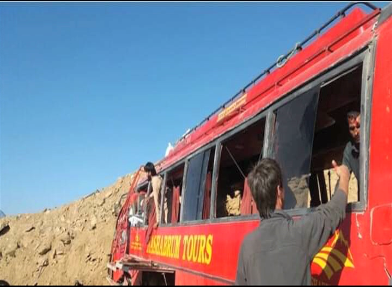 26 killed as bus collides against mountain on Babusar Pass