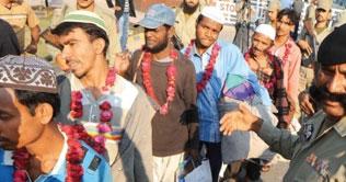 Released fishermen reach Pakistan