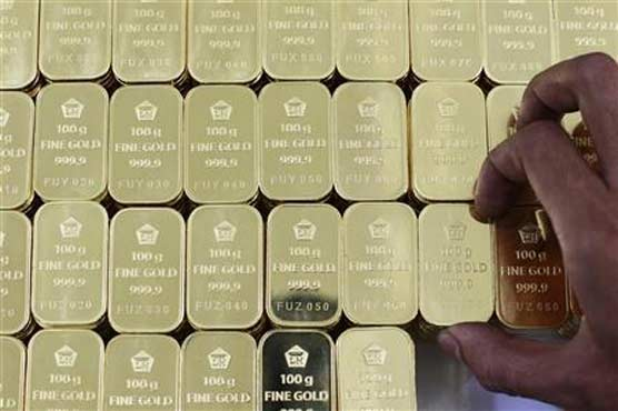Gold rises 1 percent as stocks extend losses on growth fears