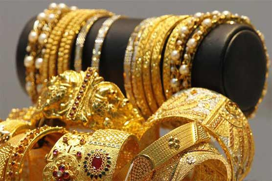 Gold price rises by Rs 250 per tola