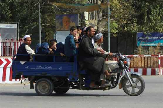 Thousands flee pitched battles in northern Afghan city