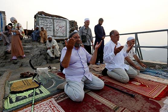 At hajj, Syrian pilgrims talk of exile and war