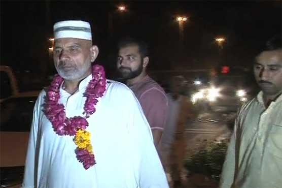 Lahore: First Hajj flight returns with 300 pilgrims