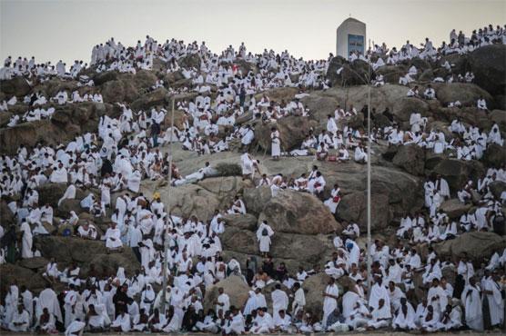 Pilgrims scale Mount Arafat for peak of hajj