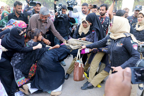 In pictures: Teachers protest in Karachi takes a violent turn