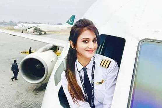 Selfies of PIA's female pilot go viral