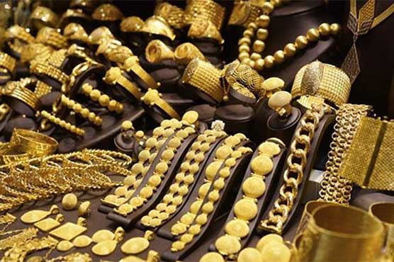 Gold price falls by Rs300 in local market