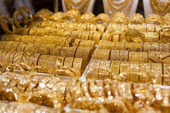 Gold price plummets in international, local markets