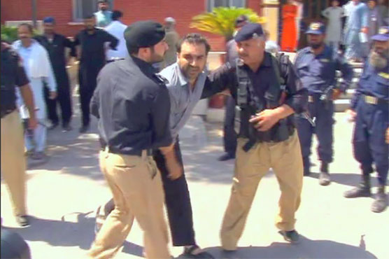 Three held as police clash with protesting doctors in Peshawar