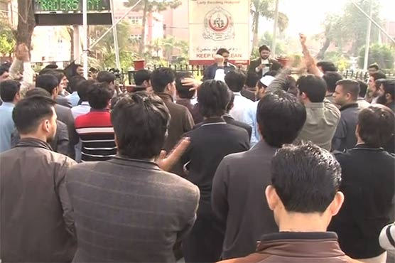 Protest in Peshawar's LRH after medic's mysterious death