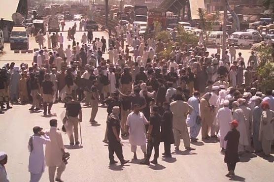Protesters demand electricity as temperatures soar in Ramazan