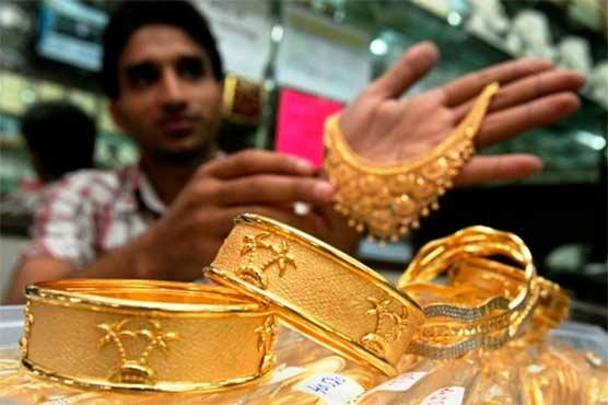 Gold price decreases in international, local markets