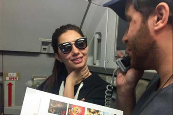 Mahira Khan, Haroon Shahid surprise PIA passengers