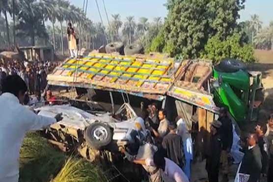 20 dead as truck carrying coal crushes van in Khairpur