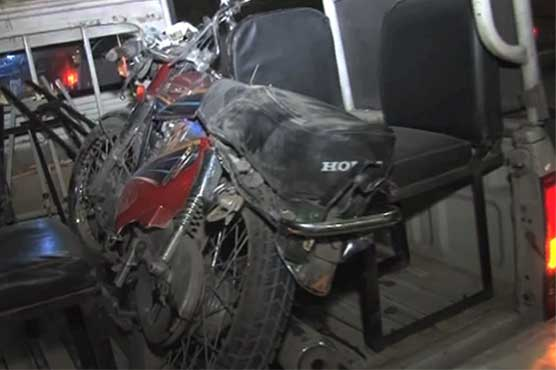 Road mishaps in Karachi, Lahore kill three