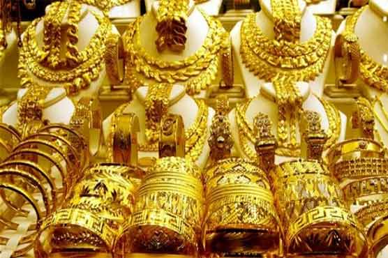 Gold price goes up by Rs 400/tola