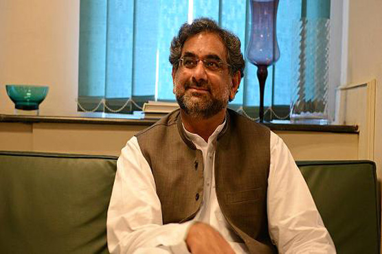 On a lighter note: PM Abbasi holds candid press talk with Pakistani journalists