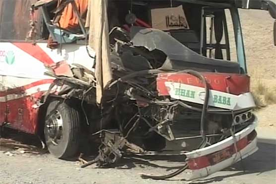 Bus-tractor collision claims 4 lives in Quetta