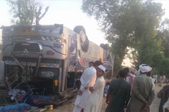 Sheikhupura: 16 injured as bus turns turtle