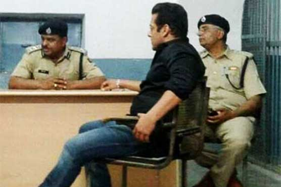 Salman Khan back home amid loud cheers by his fans