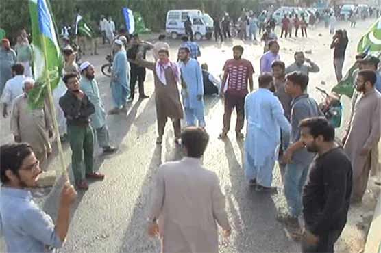 JI blocks main Karachi road for over an hour