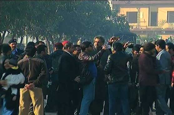 Flagship reference verdict: PML-N leaders, workers reach Judicial Complex in solidarity with Nawaz
