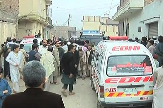 Three people sustain wounds in Peshawar blast