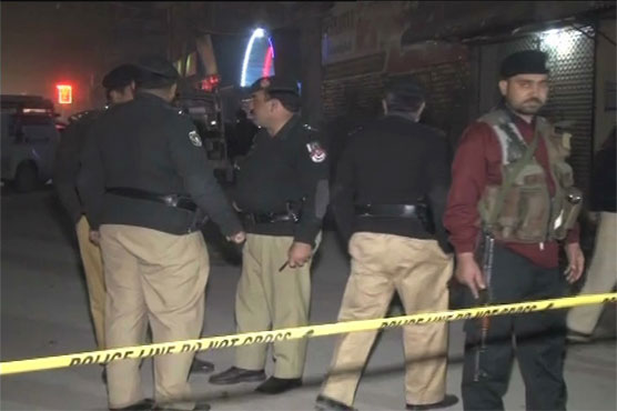 Peshawar: Clash between two rival groups leaves one dead