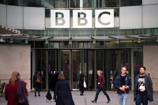 Top BBC men take wage cuts in gender pay row