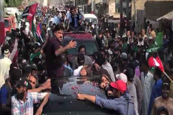 Fumed residents pelt stones at Bilawal Bhutto's motorcade