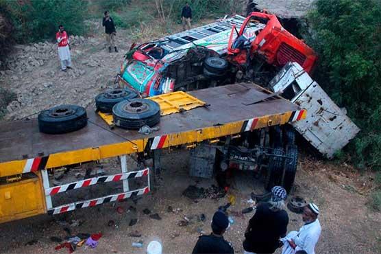 17 killed in bus, trailer collision near Hyderabad