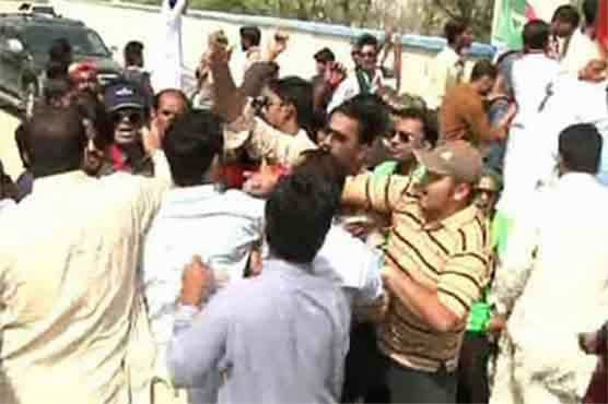 12 injured as PPP, MQM's workers face off in Karachi