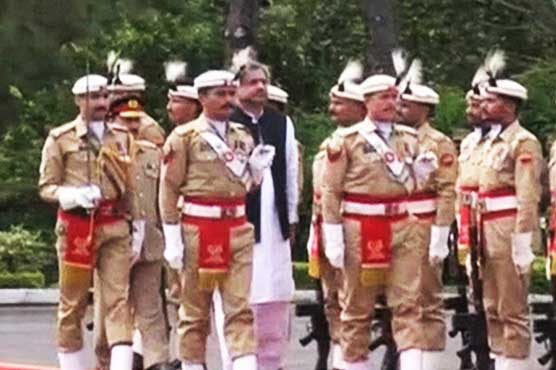 Outgoing PM Abbasi presented guard of honor as PML-N's tenure ends