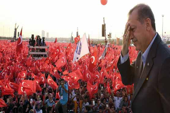 Erdogan leads early count in pivotal Turkey poll
