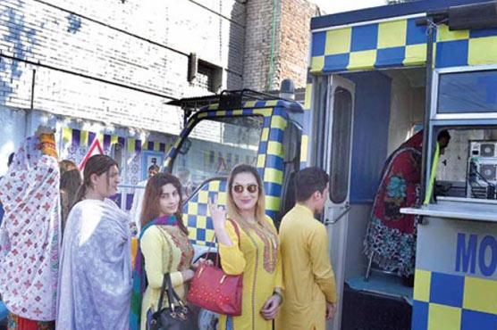 KP govt gives driving licences to transgender persons